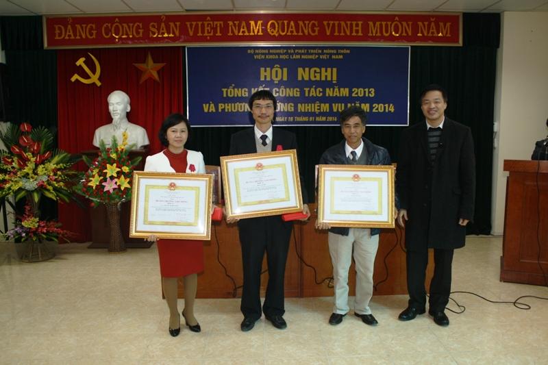14-01-16 Khen thuong1