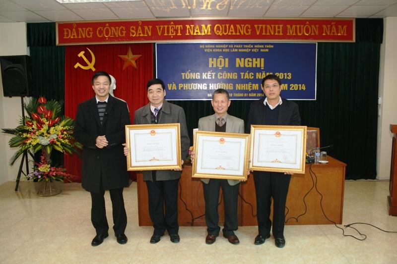 14-01-16 Khen thuong3