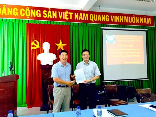 16-04-26 Trao QD Huong